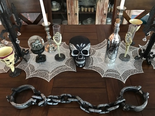 Halloween black and silver table decorations